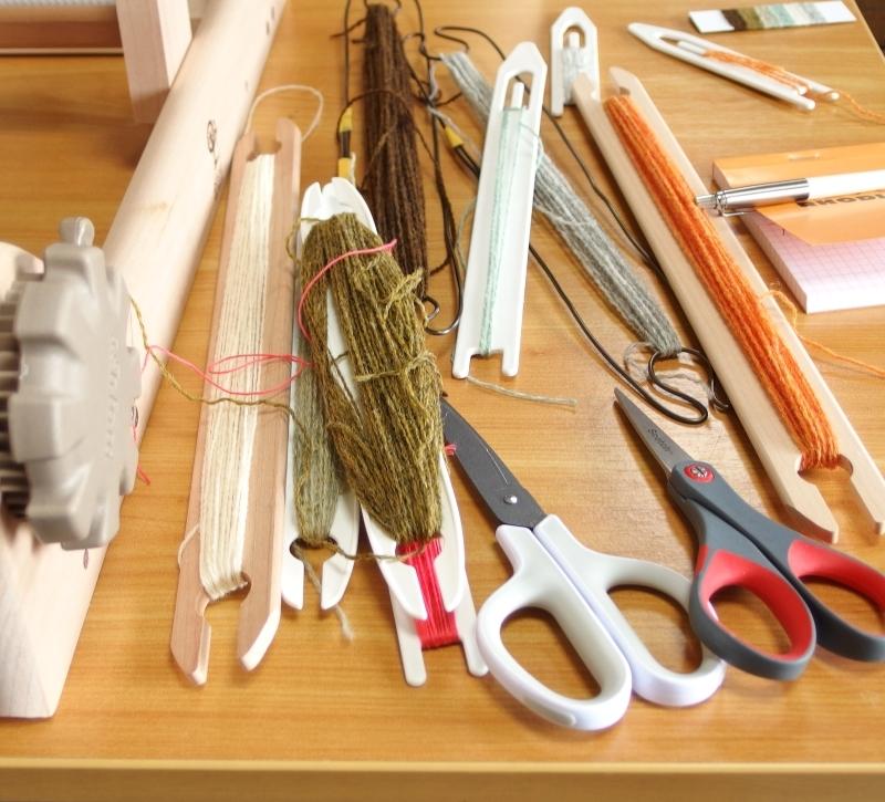 織りの道具 杼とはさみ
